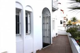 Вход. Испания, Нерха : Просторный дом для отдыха в Нерхе недалеко от пляжа Playa Carabeo с общим бассейном и зеленым садом, 3 спальни, ванная комната с душем, терраса и балкон, бесплатный Wi-Fi.