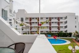 Вид. Испания, Нерха : Просторный дом для отдыха в Нерхе недалеко от пляжа Playa Carabeo с общим бассейном и зеленым садом, 3 спальни, ванная комната с душем, терраса и балкон, бесплатный Wi-Fi.