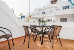 Терраса. Испания, Нерха : Просторный дом для отдыха в Нерхе недалеко от пляжа Playa Carabeo с общим бассейном и зеленым садом, 3 спальни, ванная комната с душем, терраса и балкон, бесплатный Wi-Fi.