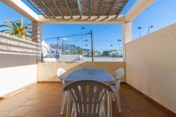 Терраса. Испания, Нерха : Двухэтажный дом для отдыха с террасой и общим бассейном в центре Нерхи, в районе Парадор, в нескольких минутах от пляжа Бурриана, 2 спальни, 1 ванная комната, бесплатный Wi-Fi.