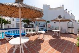 Терраса. Испания, Нерха : Современная двухкомнатная квартира с бассейном и террасой в районе Парадор в городе Нерха  в 300 м от пляжа Бурриана, 1 спальня, 1 ванная комната, Wi-Fi.