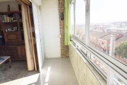 Балкон. Испания, Кордоба : Превосходные апартаменты в Кордове, в 15 минутах езды от мечети Кордовы и от дворца Мерсед, 3 спальни, 1 ванная комната, бесплатный Wi-Fi.