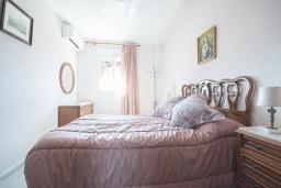 Спальня. Испания, Кордоба : Превосходные апартаменты в Кордове, в 15 минутах езды от мечети Кордовы и от дворца Мерсед, 3 спальни, 1 ванная комната, бесплатный Wi-Fi.