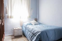 Спальня 2. Испания, Кордоба : Превосходные апартаменты в Кордове, в 15 минутах езды от мечети Кордовы и от дворца Мерсед, 3 спальни, 1 ванная комната, бесплатный Wi-Fi.