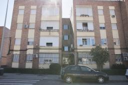 Фасад дома. Испания, Кордоба : Превосходные апартаменты в Кордове, в 15 минутах езды от мечети Кордовы и от дворца Мерсед, 3 спальни, 1 ванная комната, бесплатный Wi-Fi.