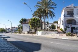 Вход. Испания, Нерха : Роскошный таунхаус с общим бассейном и террасами в городе Нерха, в 1,2 км от пляжа Бурриана и в 1,5 км от пляжа Калаонда, открытая парковка, 3 спальни, 2 ванные комнаты, Wi-Fi.