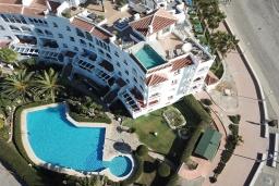 Вид на виллу/дом снаружи. Испания, Нерха : Современные двухкомнатные апартаменты с видом на море и горы площадью 40 кв.м. в непосредственной близости от пляжа TORRECILLA, 1 спальня, 1 ванная комната, Wi-Fi.