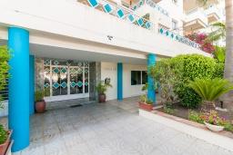 Вход. Испания, Марбелья : Стильная квартира с подземной парковкой и открытым бассейном в Плайя-дель-Ареналь на восточной стороне Марбельи, в 400 м от роскошных пляжей Эль-Алите и Баия-де-Марбелья и в 8 минутах езды от центра города, 3 спальни, 2 ванные комнаты, бесплатный Wi-Fi.
