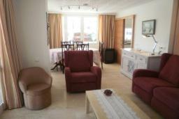 Гостиная / Столовая. Испания, Нерха : Очаровательные апартаменты с бассейном, террасой и балконом в Нерхе, в 100 м от песчаного пляжа CARABEO, в 30 км от аквапарка AQUATROPIC ALMUNECAR, в 120 км. от горнолыжного курорта Сьерра-Невада, 3 спальни, 2 ванные, открытая парковка, бесплатный Wi-Fi.