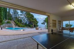 Развлечения и отдых на вилле. Испания, Тосса-де-Мар : Впечатляющая роскошная вилла расположена прямо на берегу моря и имеет 6 спален, 4 ванные комнаты, парковку, Wi-Fi