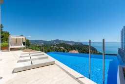 Вид на море. Испания, Бланес : Современная роскошная вилла, расположенная в красивом жилом заливе Кала Санта-Кристина, в Бланесе, Коста Брава, 4 спальни, 2 ванные комнаты, Wi-F, джакузи, частный бассейн.
