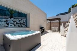 Патио. Испания, Бланес : Современная роскошная вилла, расположенная в красивом жилом заливе Кала Санта-Кристина, в Бланесе, Коста Брава, 4 спальни, 2 ванные комнаты, Wi-F, джакузи, частный бассейн.