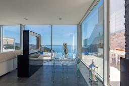 Гостиная / Столовая. Испания, Бланес : Современная роскошная вилла, расположенная в красивом жилом заливе Кала Санта-Кристина, в Бланесе, Коста Брава, 4 спальни, 2 ванные комнаты, Wi-F, джакузи, частный бассейн.