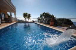 Бассейн. Испания, Ллорет-де-Мар : Очаровательная вилла с роскошным видом на море, расположенная в тихой урбанизации, с 3 спальнями, 3 ванными комнатами, частным бассейном, кондиционер и Wi-Fi включен.