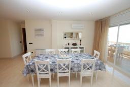 Гостиная / Столовая. Испания, Ллорет-де-Мар : Очаровательная вилла с роскошным видом на море, расположенная в тихой урбанизации, с 3 спальнями, 3 ванными комнатами, частным бассейном, кондиционер и Wi-Fi включен.