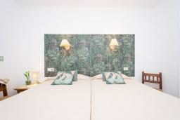 Спальня 2. Испания, Порт-де-Польенса : Уютная вилла в шаговой доступности от песчаного пляжа, бассейн, гостиная, 4 спальни, 2 ванных комнаты, Wi-Fi, кондиционер