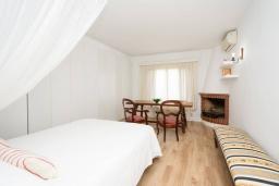 Спальня 3. Испания, Порт-де-Польенса : Уютная вилла в шаговой доступности от песчаного пляжа, бассейн, гостиная, 4 спальни, 2 ванных комнаты, Wi-Fi, кондиционер