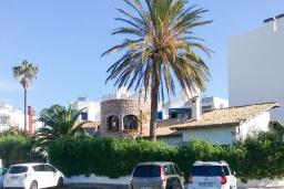 Вид на виллу/дом снаружи. Испания, Порт-де-Польенса : Уютная вилла в шаговой доступности от песчаного пляжа, бассейн, гостиная, 4 спальни, 2 ванных комнаты, Wi-Fi, кондиционер