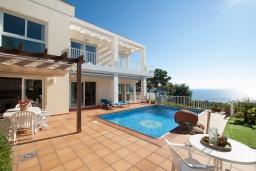 Вид на виллу/дом снаружи. Испания, Бланес : Прекрасная вилла с видом на море расположенная в жилом районе Санта-Кристина, включает в себя 3 спальни, 3 ванные комнаты, частный бассейн и барбекю, оборудована кондиционерами и Wi-Fi