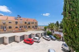 Парковка. Испания, Торремолинос : Шикарные апартаменты с цветущим садом и открытым бассейном в Торремолиносе, в 1 км от пляжа Бахондильо и в 1,9 км от пляжа Плайямар, 2 спальни, 1 ванная, парковка, бесплатный Wi-Fi.