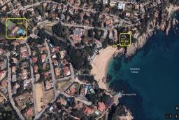 Вид на виллу/дом снаружи. Испания, Бланес : Большая роскошная с прямым выходом к песчаному пляжу, имеет 8 спален, 4 ванные комнаты, частный бассейн, оборудована всей необходимой техникой