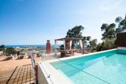 Бассейн. Испания, Санта Сусана : Комфортабельная новая со вкусом обставленная вилла с 3 спальнями, 1 ванной комнатой и  частным бассейном