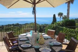Обеденная зона. Испания, Бланес : Отличная вилла с фантастическим видом на Средиземное море и ботанические сады, 4 спальни, 3 ванные комнаты и частный бассейн, оборудована кондиционерами и Wi-Fi