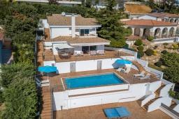 Вид на виллу/дом снаружи. Испания, Бланес : Отличная вилла с фантастическим видом на Средиземное море и ботанические сады, 4 спальни, 3 ванные комнаты и частный бассейн, оборудована кондиционерами и Wi-Fi