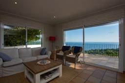 Гостиная / Столовая. Испания, Бланес : Отличная вилла с фантастическим видом на Средиземное море и ботанические сады, 4 спальни, 3 ванные комнаты и частный бассейн, оборудована кондиционерами и Wi-Fi