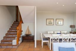 Лестница наверх. Испания, Бланес : Отличная вилла с фантастическим видом на Средиземное море и ботанические сады, 4 спальни, 3 ванные комнаты и частный бассейн, оборудована кондиционерами и Wi-Fi