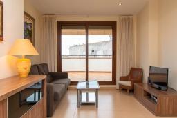 Гостиная / Столовая. Испания, Тосса-де-Мар : Прекрасные апартаменты расположенные в центре города недалеко от пляжа, 2 спальни, 1 ванная комната, оборудованы кондиционерами и Wi-Fi, есть лифт