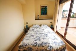 Спальня. Испания, Тосса-де-Мар : Прекрасные апартаменты расположенные в центре города недалеко от пляжа, 2 спальни, 1 ванная комната, оборудованы кондиционерами и Wi-Fi, есть лифт