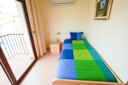 Спальня 2. Испания, Тосса-де-Мар : Прекрасные апартаменты расположенные в центре города недалеко от пляжа, 2 спальни, 1 ванная комната, оборудованы кондиционерами и Wi-Fi, есть лифт