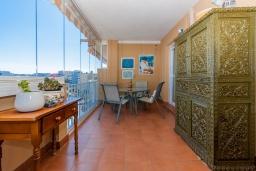 Терраса. Испания, Фуэнхирола : Сказочные апартаменты с бассейном, зеленым садом, теннисным кортом и парковкой в районе Мирамар Фуэнхирола, в нескольких минутах от пляжа Сохаил Фуэнхирола, 1 спальня, 1 ванная комната, Wi-Fi.