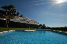 Бассейн. Испания, Бланес : Очаровательный таунхаус в традиционном стиле Ибицы, расположенный в непосредственной близости от пляжа в тихом жилом районе, с 4 спальнями, 2 ванными комнатами и пляжем через дорогу.