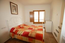 Спальня. Испания, Тосса-де-Мар : Недавно отремонтированный, обновленный таунхаус, расположенный в центре города Тосса-де-Мар, с 2 спальнями и 2 ванными комнатами