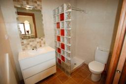 Ванная комната. Испания, Тосса-де-Мар : Недавно отремонтированный, обновленный таунхаус, расположенный в центре города Тосса-де-Мар, с 2 спальнями и 2 ванными комнатами