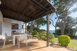 Терраса. Испания,  : Уютная недавно отремонтированная вилла, прекрасный песчаный пляж в шаговой доступности, 4 спальни, 3 ванные комнаты, частный бассейн и сад, оборудованная кондиционерами и Wi-Fi