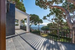 Балкон. Испания,  : Уютная недавно отремонтированная вилла, прекрасный песчаный пляж в шаговой доступности, 4 спальни, 3 ванные комнаты, частный бассейн и сад, оборудованная кондиционерами и Wi-Fi