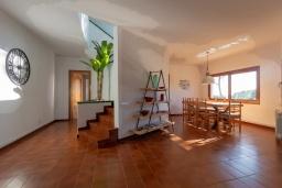 Лестница наверх. Испания,  : Уютная недавно отремонтированная вилла, прекрасный песчаный пляж в шаговой доступности, 4 спальни, 3 ванные комнаты, частный бассейн и сад, оборудованная кондиционерами и Wi-Fi