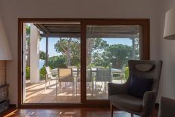Гостиная / Столовая. Испания,  : Уютная недавно отремонтированная вилла, прекрасный песчаный пляж в шаговой доступности, 4 спальни, 3 ванные комнаты, частный бассейн и сад, оборудованная кондиционерами и Wi-Fi