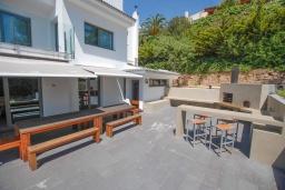 Терраса. Испания, Бланес : Роскошная вилла оборудована кондиционерами по всей вилле и со вкусом оформлена в современном стиле, 7 спален, 5 ванных комнат и частный бассейн.