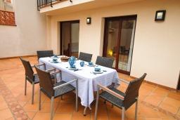 Терраса. Испания, Тосса-де-Мар : Уютные апартаменты с хорошим комфортабельным интерьером,с 3 спальнями, 2 ванными комнатами террасой с обеденной зоной