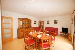 Гостиная / Столовая. Испания, Тосса-де-Мар : Уютные апартаменты с хорошим комфортабельным интерьером,с 3 спальнями, 2 ванными комнатами террасой с обеденной зоной
