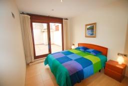 Спальня. Испания, Тосса-де-Мар : Уютные апартаменты с хорошим комфортабельным интерьером,с 3 спальнями, 2 ванными комнатами террасой с обеденной зоной