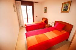 Спальня 2. Испания, Тосса-де-Мар : Уютные апартаменты с хорошим комфортабельным интерьером,с 3 спальнями, 2 ванными комнатами террасой с обеденной зоной