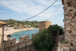 Вид на море. Испания, Тосса-де-Мар : Небольшой уютный таунхаус расположен в самом сердце старого города Тосса де Мар, с 1 спальней и 1 ванной комнатой.