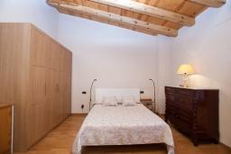 Спальня. Испания, Тосса-де-Мар : Небольшой уютный таунхаус расположен в самом сердце старого города Тосса де Мар, с 1 спальней и 1 ванной комнатой.