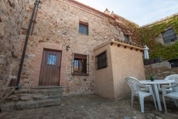 Вход. Испания, Тосса-де-Мар : Небольшой уютный таунхаус расположен в самом сердце старого города Тосса де Мар, с 1 спальней и 1 ванной комнатой.