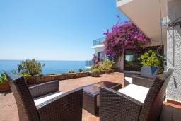 Терраса. Испания, Ллорет-де-Мар : Красивая вилла с ошеломительными видами на Средиземноморское море, с 5 спальнями, 4 ванными комнатами и частным бассейном